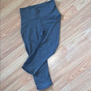 NWOT | LULULEMON | train time crops